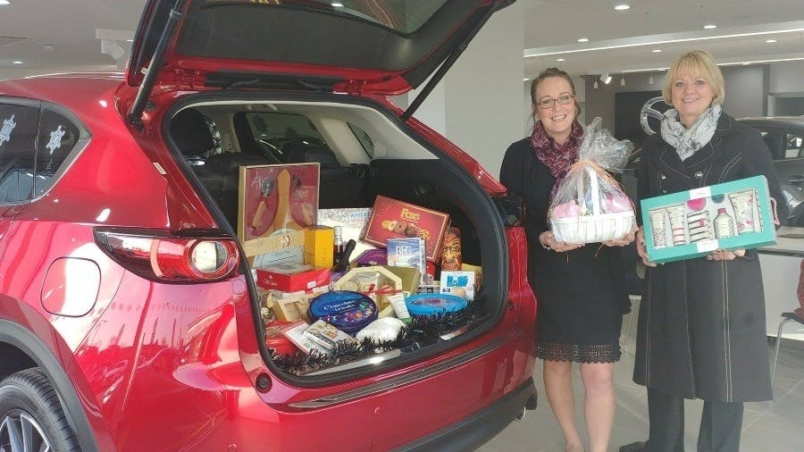 Pentagon Mazda Shares Spirit Of Christmas With Local Hospice